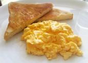 Huevos y pan tostado 4.99$
