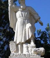 פסל אליהו הנביא בקרן הכרמל, במקום בו על פי המסורת התחולל העימות בין אליהו לנביאי הבעל.