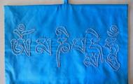Mantra Om Mani Pad Me Hum em seda azul 43 cm X 28 cm