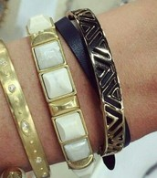 Sawyer Stone Bracelet (centre of photo)