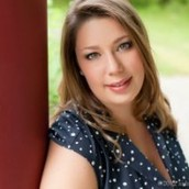 Allison Nelson, Senior Stylist