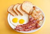 Grande Desayuno (quinientos sesenta y dos pesos $562)