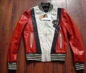 la chaqueta roja de cuero de marca Gucci $150 dólares - ciento cincuenta dólares
