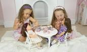 Me hermana y yo gustaba jugar las muñecas porque nosotros llevar bien