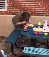 Kinders do bubble art with Mrs. Bear