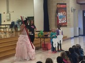 The Tooth Fairy teaching us about healthy teeth!