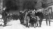 מרד גטו ורשה - התמונות צולמו בהוראתו של הגנרל שטרומפ שהיה אחראי לדיכוי המרד וחיסול הגטו וכל תושביו.