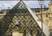 Le Louvre (La pyramide)