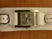 Lady's Guess Watch - pic 1