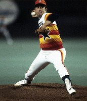 Nolan Ryan pitching for the Astros