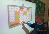 Pokażemy jak uczymy się  korzystajac z tablicy interaktywnej