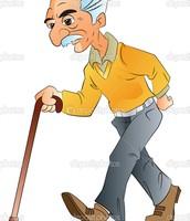 De oude man wandelde in het park.