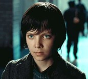 Hugo Cabret ( Asa Butterfield)
