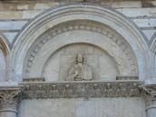 Chiesa di San Michele degli Scalzi, lunetta centrale: Cristo Pantocrator e angeli nell'architrave sottostante, XII-inizio XIII secolo