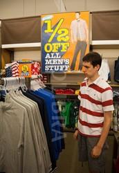 Mi hermano compro la ropa.
