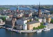 В Швеции Стокгольм-столица в  воды Балтики глядится.