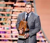 Jason Witten winning an award