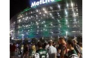 The fans outside of Metlife Stadium get ready to go in and watch the Jets play