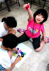 開啓孩子的創造力與想像力,還要一起FUN桌遊,讓孩子的專注力、圖文認知力,以及與人溝通合作的EQ力UP!UP!UP!