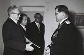 יצחק בן צבי מקבל את כתב האמנתו של שגריר ברית המועצות