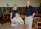 SHS golf player signs full-tuition scholarship with D2 college