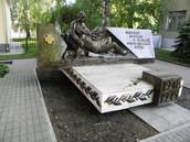 Памятник подвигу медиков в ВОВ на территории 2ой больницы г. Тамбова