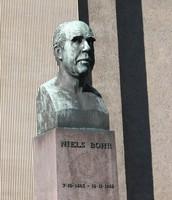 Bust of Niels Bohr