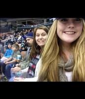 me gusta asistir el partido de hockey.