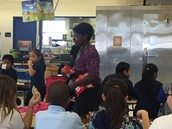 Ms. Washington motivates her scholars!