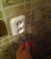 Не пользуешься электроприборами, достань из сети