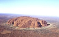 How was Uluru formed and what features it has.
