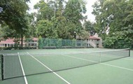 SHADED TENNIS COURT!!!!