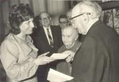 רבקה מגן עם הנשיא לשעבר זלמן שזר