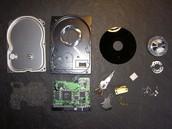 Einzelteile einer Festplatte