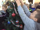 SCHUMACHER ART CLUB COMPETES IN TREE DECORATING CONTEST