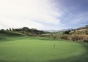 a jugar el golf