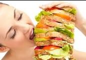 Yo comio muchas la comida.