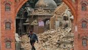 הרס בעיר העתיקה באקטפור הסמוכה לקטמנדו