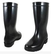 8) Black Rainboots