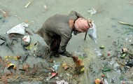 THE GANGES RIVER IS VERY POLLUTED