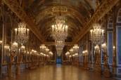 Le Grande Galerie utilisait pour personnes recontrer. Beacoup de personnes tenaient dans Le Grande Gallerie.