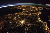 שימוש באנרגיה גורם לצריכת חשמל וצריכת חשמל מצריכה מפעלים