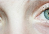 But her eye color is green